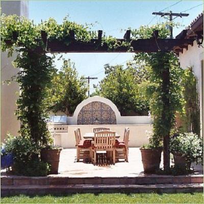 Phong cách kiến trúc Địa Trung Hải có khởi nguồn từ các quốc gia Âu bờ bắc như Tây ban nha, Ý
