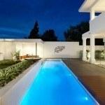 Một bể bơi dài hiện đại 2