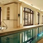 Bể bơi trong nhà sang trọng