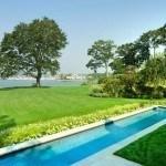 Bể bơi dài đẹp cho một căn nhà vùng quê