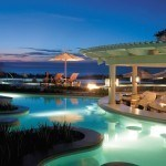 Thiết kế ánh sáng tuyệt vời cho bể bơi