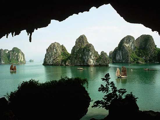 Phong cảnh hùng vĩ từ vịnh Hạ long
