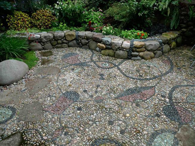 vườn phong cách mosaic trông như một bức tranh nghệ thuật