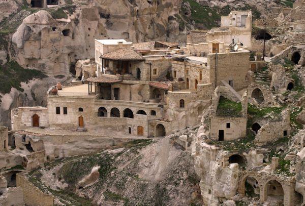 Tòa lâu đài tọa lạc trên nền đá