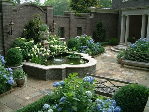 phong cách vườn châu Âu không bị chi phối nhiều bởi tính tự nhiên