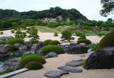 Vườn Nhật không thể thiếu chất liệu đá.