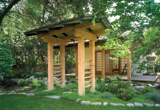 chòi gỗ trong sân vườn Nhật bản