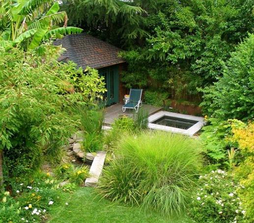 phong cách vườn Nhật nó cũng giản dị có nhiều nét giống với vườn Việt