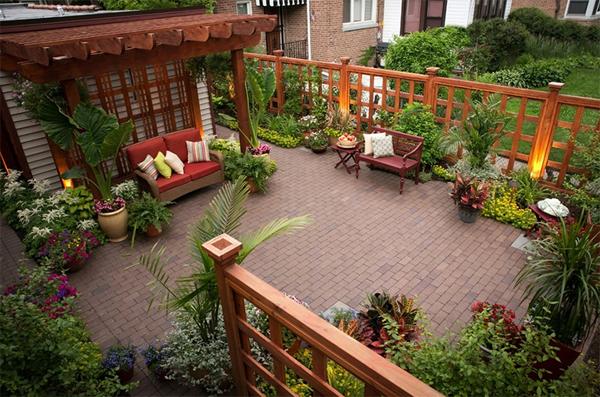 Khu vườn đẹp với những loại cây được chủ nhà yêu thích