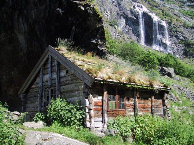 """Nhà gỗ mái cỏ không """"đụng hàng"""" Na Uy"""
